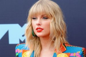 taylor swift 2019 mtv vmas 1598834792 300x199 - Taylor Swift will not perform at the Melbourne Cup after the animal rights demonstration